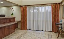 Hawthorn Suites by Wyndham Napa Valley - Frontdesk