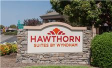 Hawthorn Suites by Wyndham Napa Valley - Monument Sign