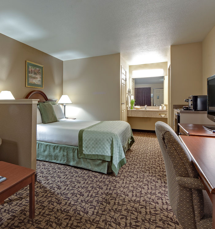 Hawthorn Suites by Wyndham Napa Valley King Bed Room