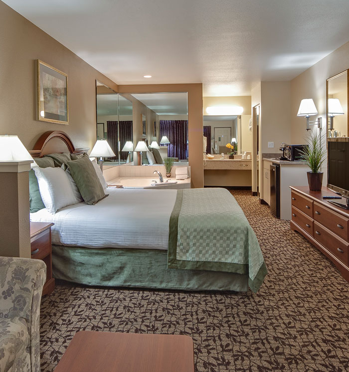 One King Bed Hot tub Suite at Hawthorn Suites by Wyndham Napa Valley